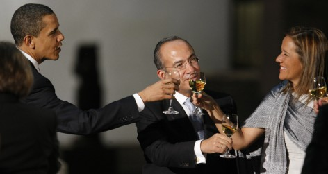 U.S. President Obama, Mexico's President Calderon and his wife Margarita toast during a dinner in Mexico City