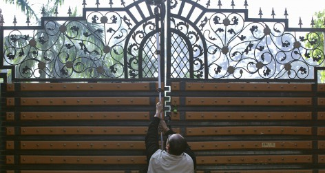 A news cameraman holds his camera aloft to film an inside view of corporate lobbyist Nira Radia's house in New Delhi