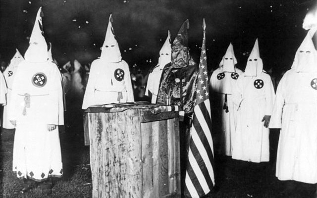 KKK_night_rally_in_Chicago_c1920_cph.3b12355