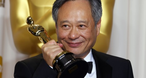 "Director Ang Lee poses with his Oscar for Best Director for his film ""Life of Pi"" at the 85th Academy Awards in Hollywood"