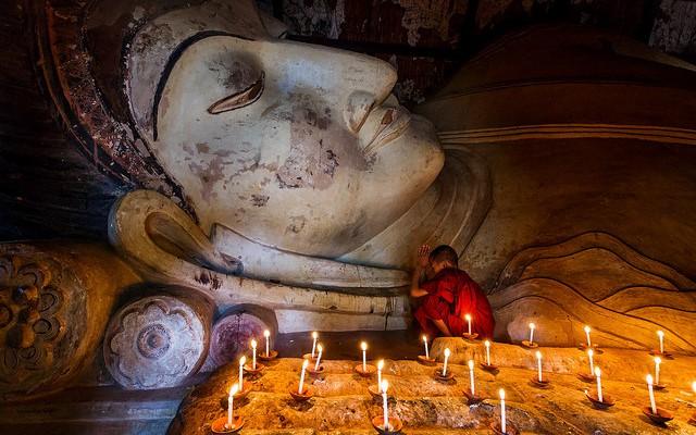 Buddha worship Burma