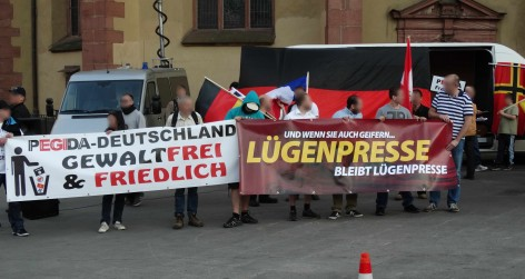 Right-wing extremists protesting in Germany. Photo by opposition24.de; no changes made. Licence information: Creative Commons Attribution 2.0 Generic (CC BY 2.0), see https://creativecommons.org/licenses/by/2.0/