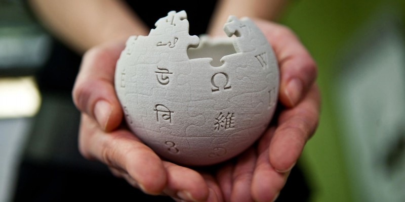 Mini Wikipedia globe at the Wikimedia Foundation offices, San Francisco, California. (Creative Commons Attribution-ShareAlike 3.0 Unported CC BY-SA 3.0 Licence, http://bit.ly/2dQwLQ7). Image link: http://bit.ly/2ekVxDY.