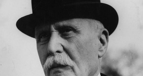 Peeing on Pétain